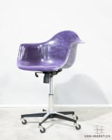 Modernica Armchair Rollingbase Violett